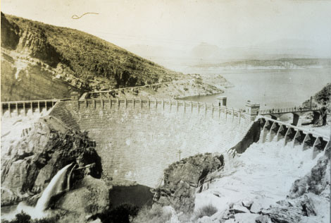 View of the completed dam looking upstream, 1923. (Reclamation photograph)