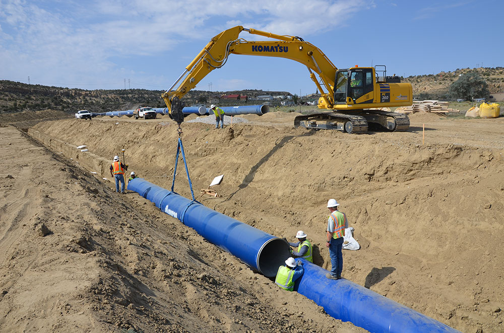 Photo of crew installing pipe along the Navajo-Gallup Water Supply Project
