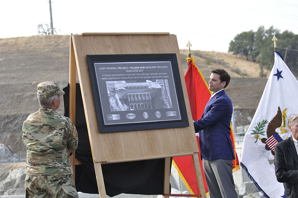 Austin Ewell and Lt. Gen. Semonite reveal the JFP plaque Oct. 17, 2017. (Reclamation photo by Winetta Owens)