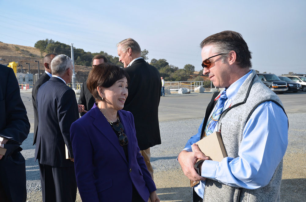 Rep. Doris Matsui chats with Reclamation area manager Drew Lessard after the JFP completion ceremony Oct. 17, 2017. (Reclamation photo by Winetta Owens)