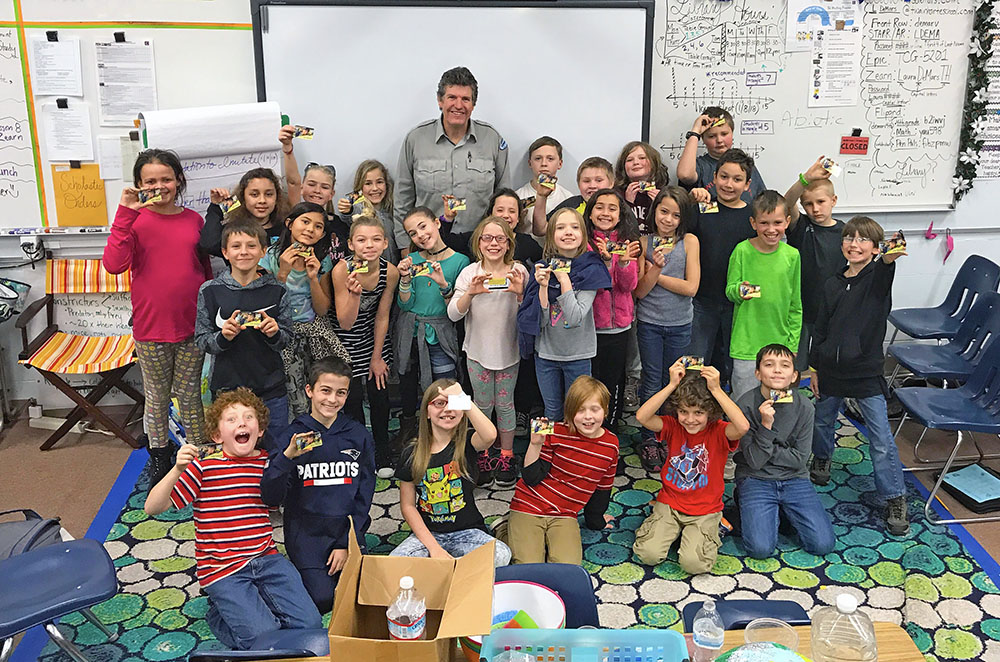 Twain Harte 4th grade students and New Melones Lake Park Ranger Mike McGraw