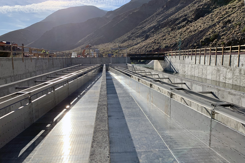 Nation's largest horizontal fish screen at Derby Dam