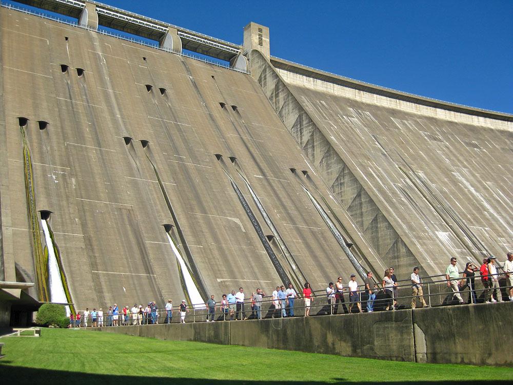 Shasta Dam with tour below
