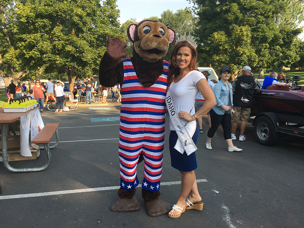 Haley Hunter, Mrs. Idaho 2017, posing with Otto Otter at the Black Canyon C.A.S.T. event in Emmett, Idaho, August 19.