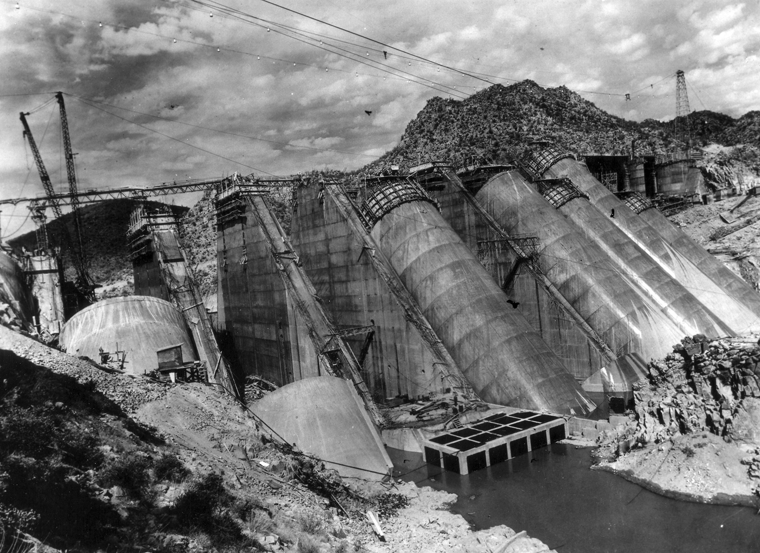 Historic photo of Bartlett Dam, part of the Salt River Project