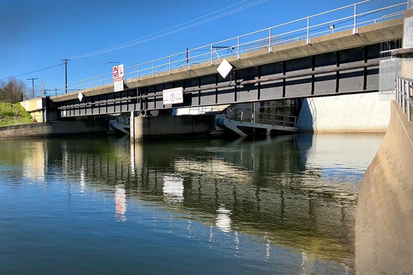 Delta cross channel gates closed
